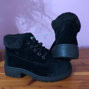 NWOT Brand new black boots youth size 13